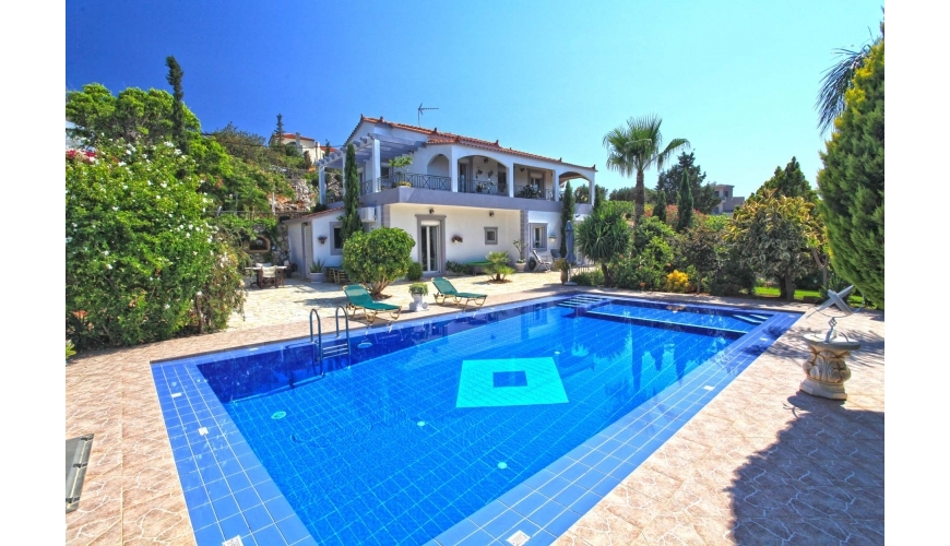 DC-651 Luxury 4 Bed Villa, Pool and Fantastic Gardens €595,000