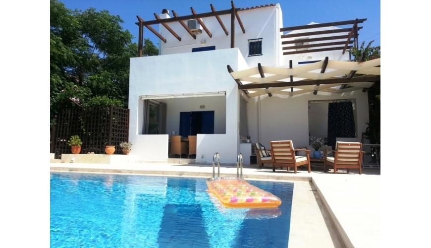 DC-653 3 Bed Villa & Pool with Sea Views. Kokkino Horio €325,000