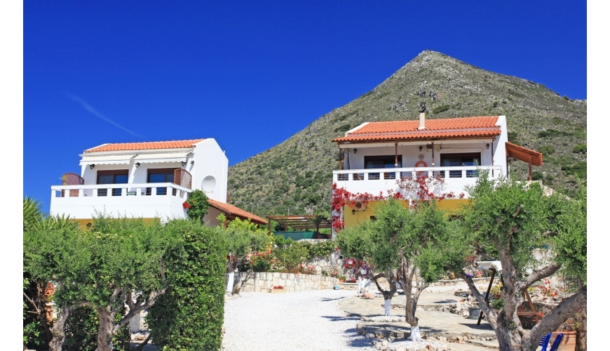 DC-713 2 Bed Villa with Pool and Seperate 'Guest House' in Kambia €495,000