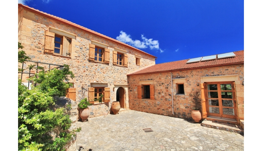 DC-716 Stunning 4 bed Renovated Villa €600,000 - Kefalas