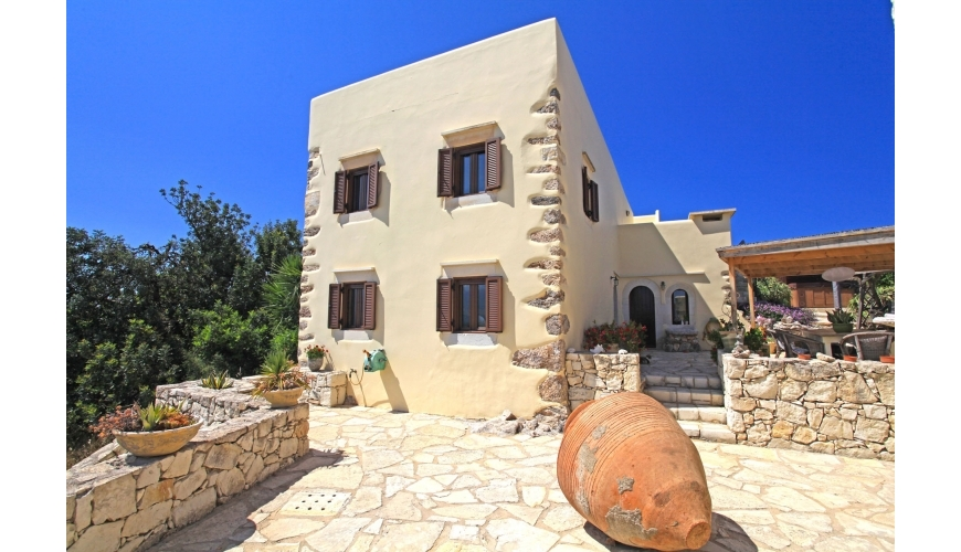 DC-727 Luxury Renovated Villa in Drapanos €425,000