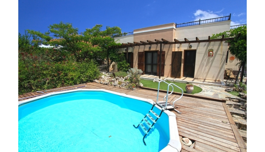 DC-736 - Plaka 3 bed villa with private pool - €175,000