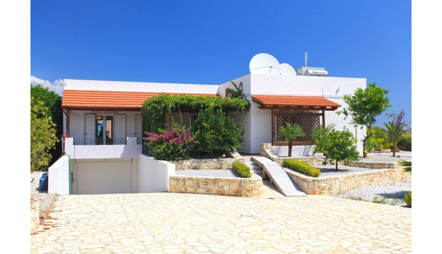 DC-745 Stunning 3 Bed Villa and Pool in Neo Chorio €300,000