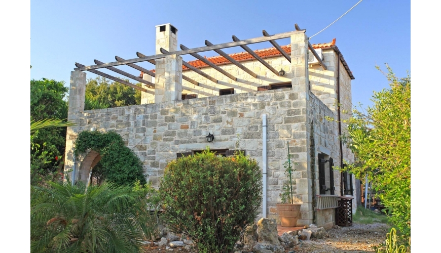 DC-782 3 Bed Stone Villa and Pool in Plaka €325,000