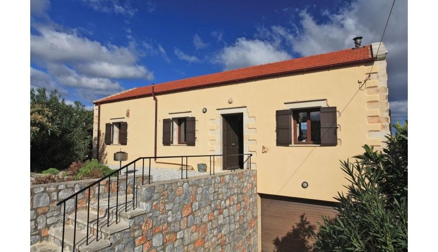 DC-790 3 Bed Stone Villa With Sea Views in Kefalas €265,000