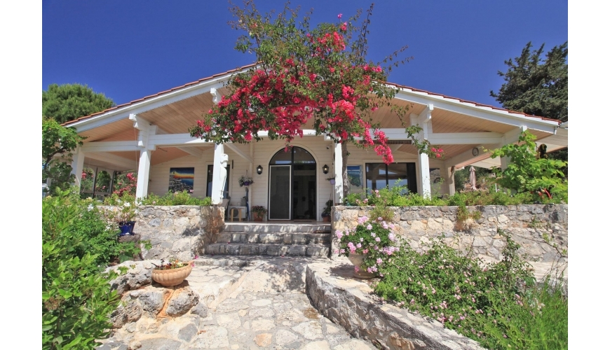 DC-909 Stunning Pine Built Villa on a very large plot in Kambia - €430,000